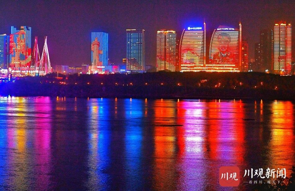 嘉陵江边璀璨灯光点亮南充夜色
