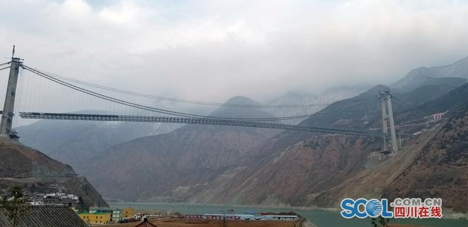 川藏第一桥泸定大渡河兴康特大桥桥身合龙
