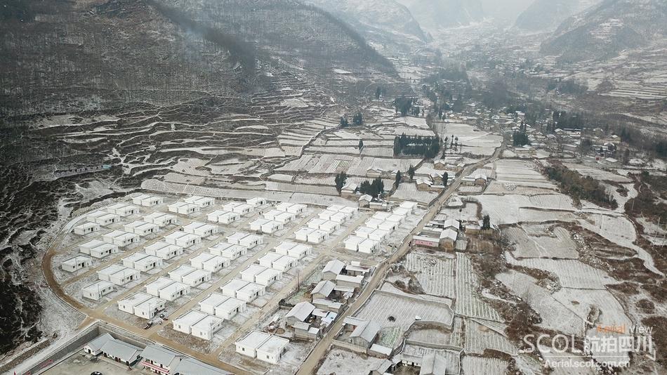 雪后的彝家新寨 美得像童话世界