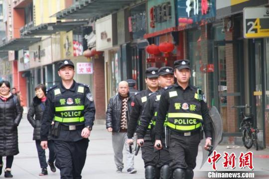 成都警方启动整治行动 守护平安幸福新春