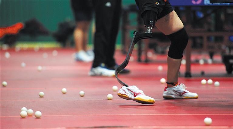 探访成都残疾人乒乓球队:握紧球拍 就会找到自己