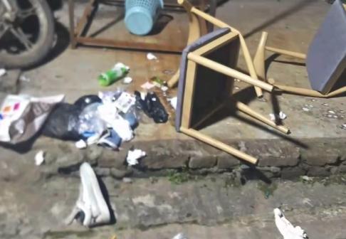 资阳男子不满分手从4楼扔椅子 涉嫌高空抛物罪被批捕