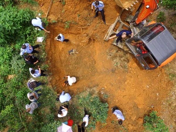 绵阳男子被父母兄弟5人杀害埋尸地窖 14年后尸骨被挖出