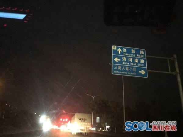 彭州濛阳成德大道段路灯长期缺位:春节后进行全面改造工作