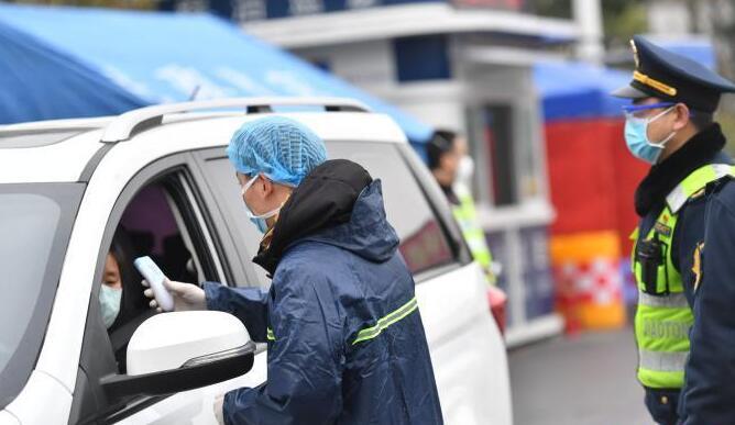 成都一男子境外返蓉后未主动申报 警方:依法受理调查