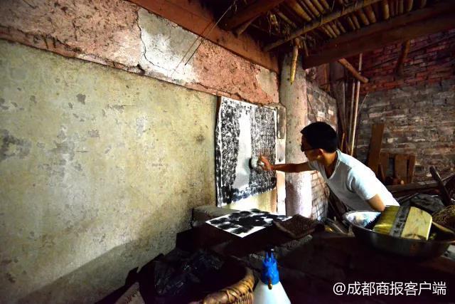 猪圈中发现九块嘉庆年间石碑 自贡灯会起源或提前至汉唐