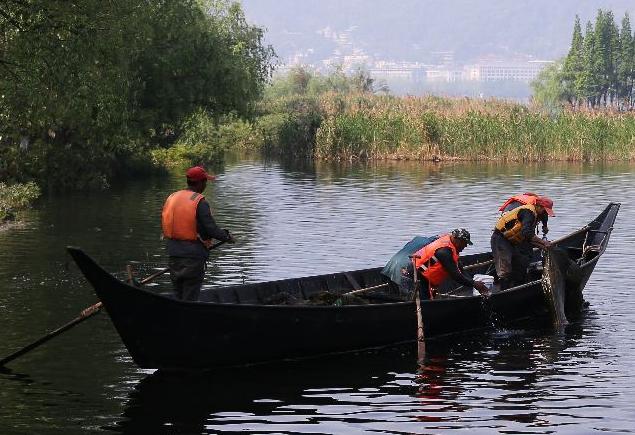 52名钓客凑钱买船巡河 在乎山水之乐 护鱼比钓鱼更开心
