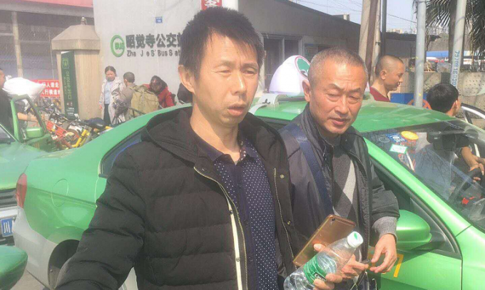 广元男子出国打工8年隐秘回家如打游击 还钱解开心结