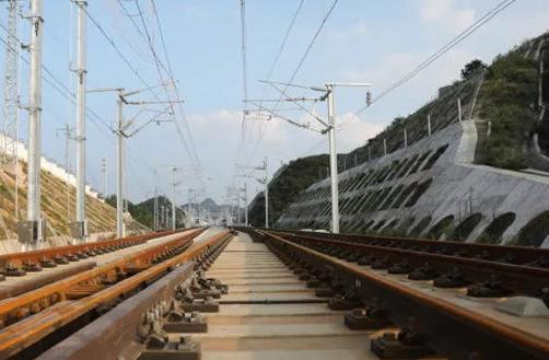成贵铁路贵州段开始带电测试 计划12月26日开通运营