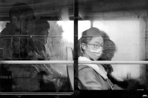 低风险不等于无风险 乘坐公共交通工具仍需戴口罩