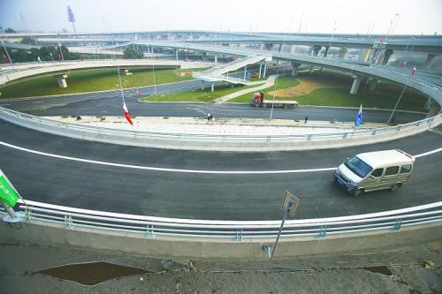 成都三环路凤凰立交改造施工 周边交通组织有变