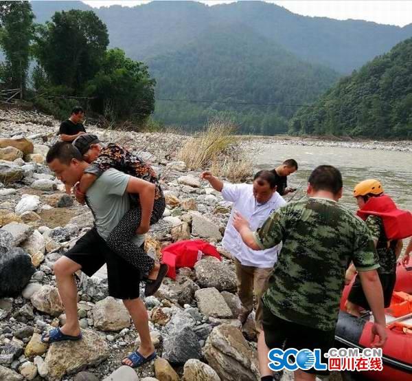 青川一乡镇多座桥梁被洪水冲毁 导致近3000人出行受阻