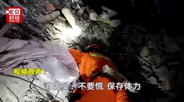 视频-四川泸州山体滑坡12人被埋 消防员喊话受困者:不要慌保存