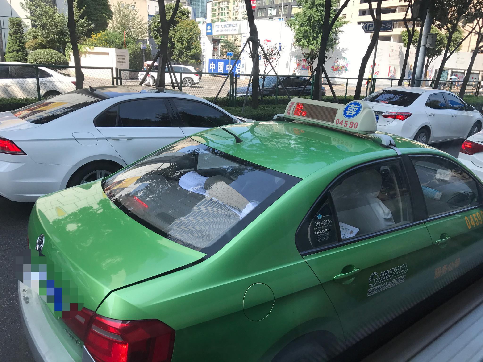今起成都中心城区出租车将按车型档次统一运价 起步价分两个档
