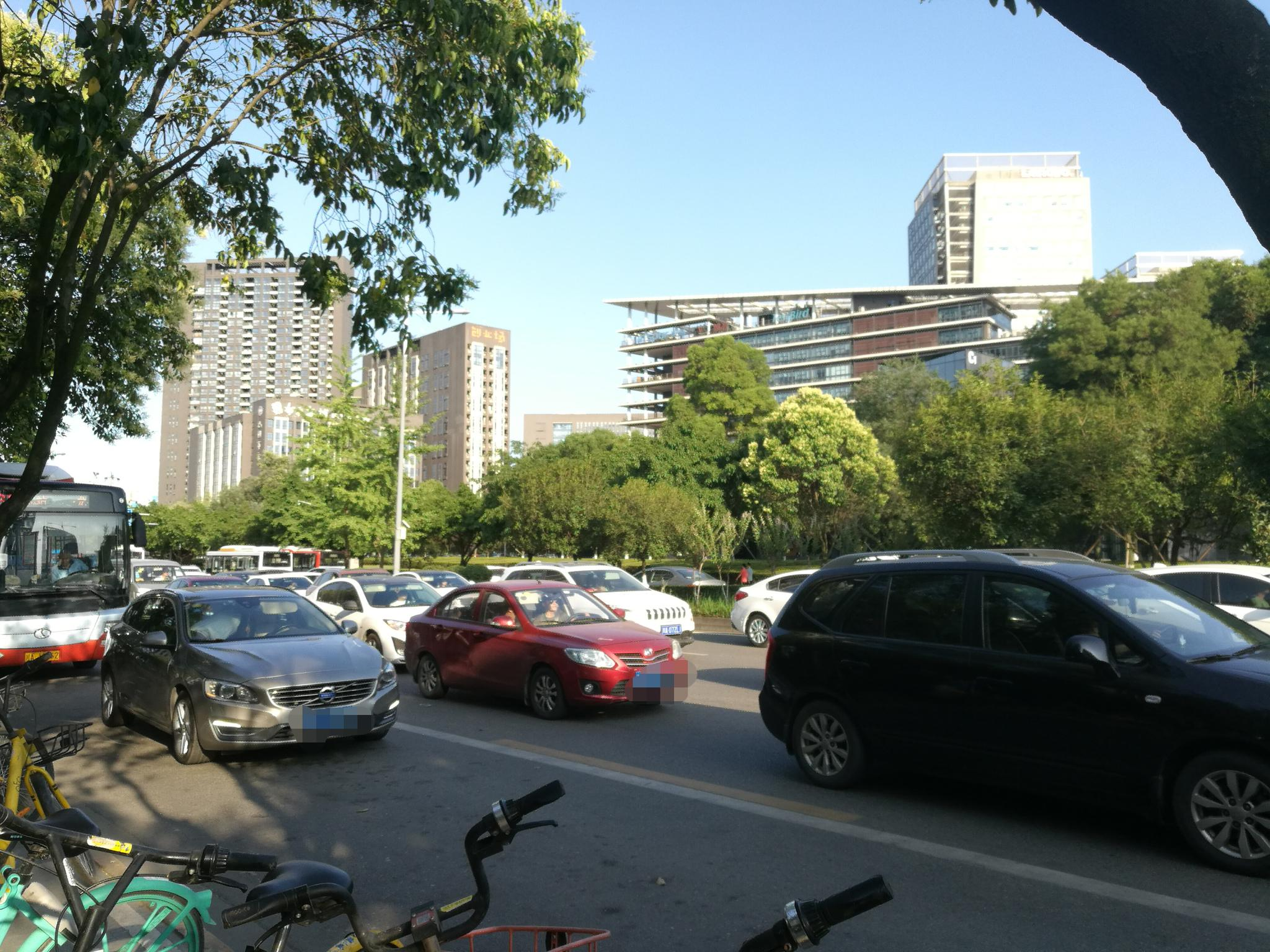 6月18日起 在成都范围内违停10分钟内且自动驶离的可申报免罚