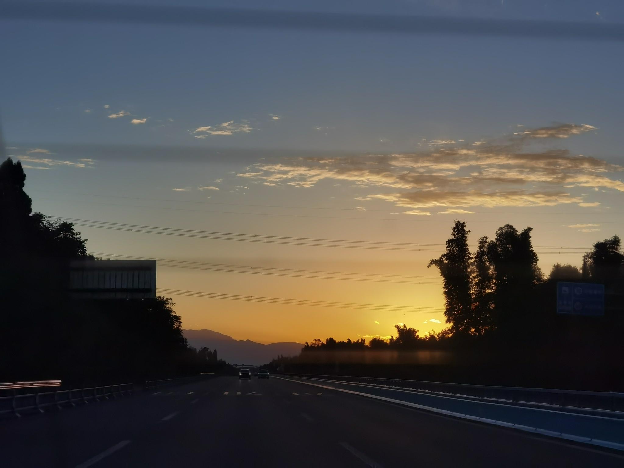 注意!泸定县彩虹桥将实施临时交通管制
