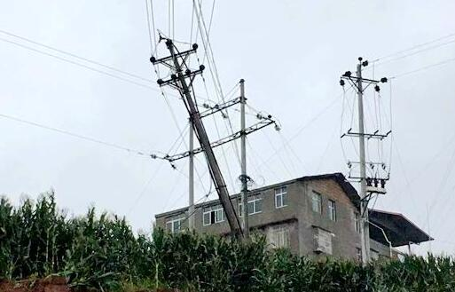 强降雨致巴中7万余用户停电 电力部门全力抢修复电