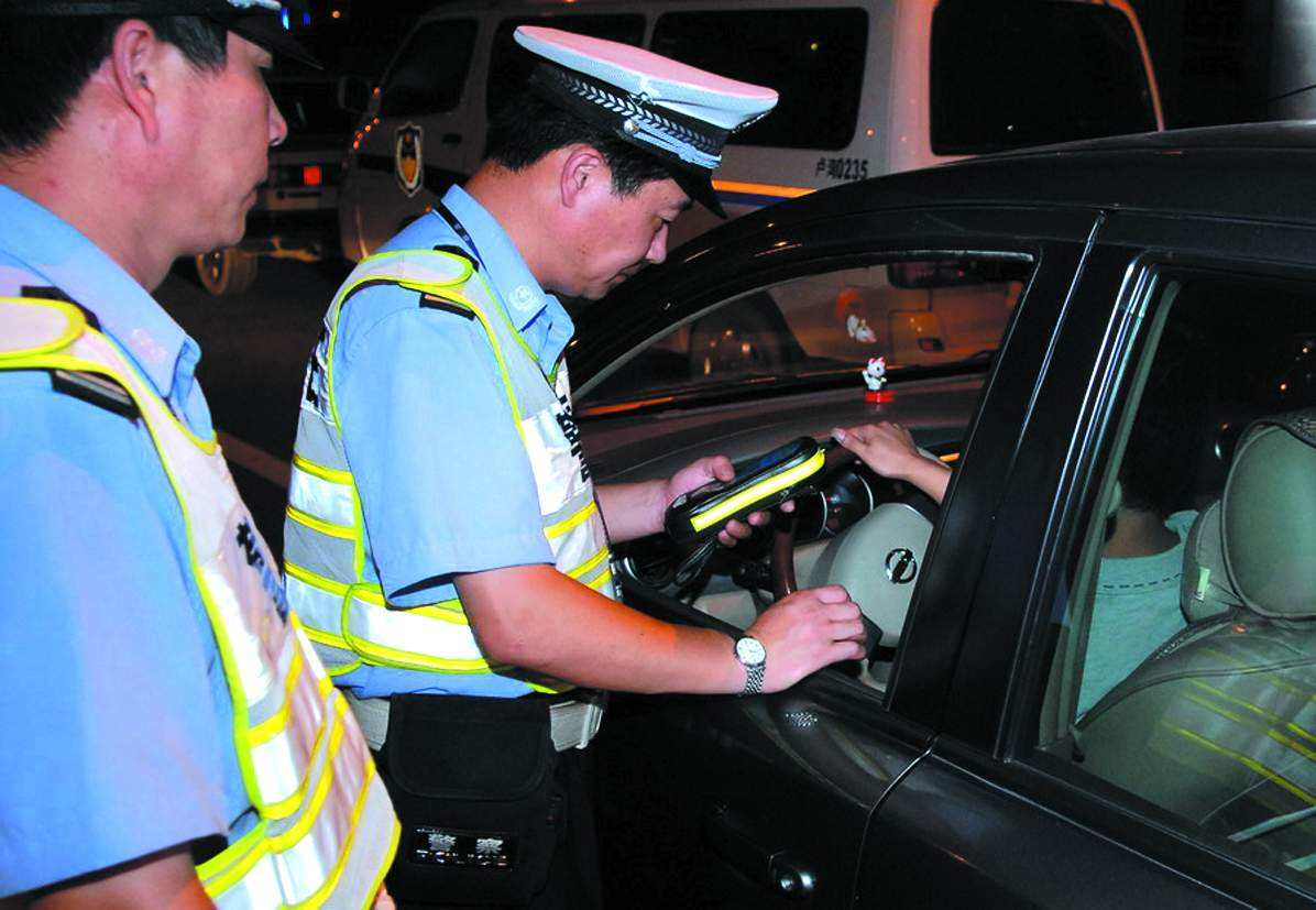 綿竹交警開展酒駕專項整治行動 查獲5起酒駕