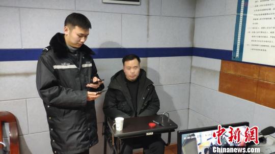 男子在火锅店投屏播放淫秽视频被警方刑拘