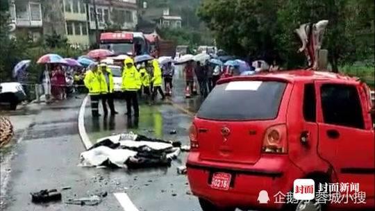 四川中江一轿车与机动三轮相撞 4人当场死亡