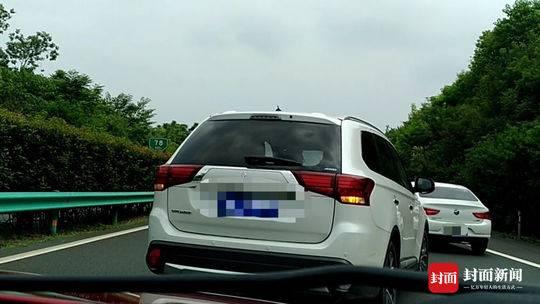 男子高速路逼停私家车至快车道 警方正对此事进行调查