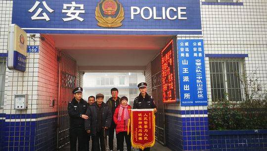 内江女子失踪32年回家:17岁被骗走为何没自己找回来