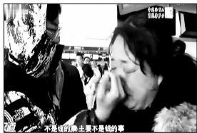 航班取消艺考生家长急哭 学校:拿机票证明可考试