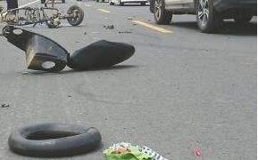 广元一辆大客车与摩托车相撞 造成2人死亡