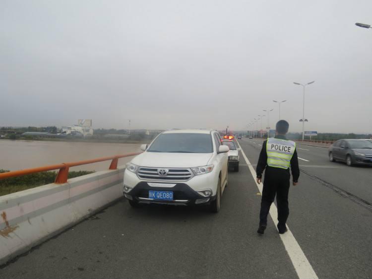 高速上违停致人死亡 成都一名司机获刑10年