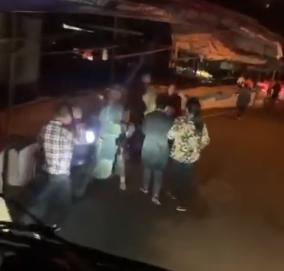 泸州消防车深夜返程路上 小男孩主动带路两次敬礼