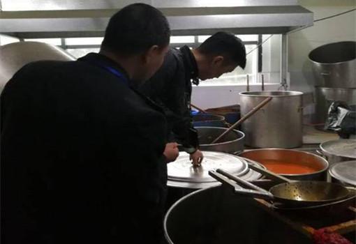 自貢火鍋店使用地溝油被罰440余萬
