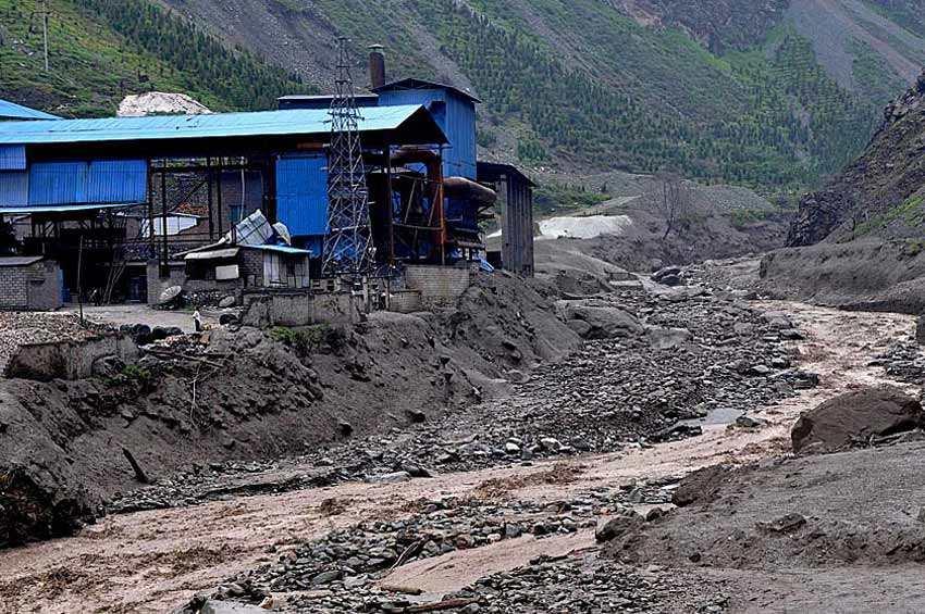 茂县暴雨引发3处泥石流 85人转移无伤亡
