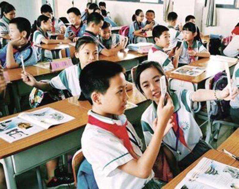 学校为防学生玩手机装屏蔽仪 管理部门:不可以