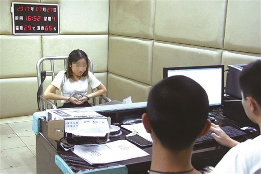 广汉女收款员沉迷赌博 挪用公款近百万元