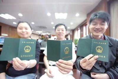 四川全省有执业医师20.56万人 25岁以下的执业医师几乎为零