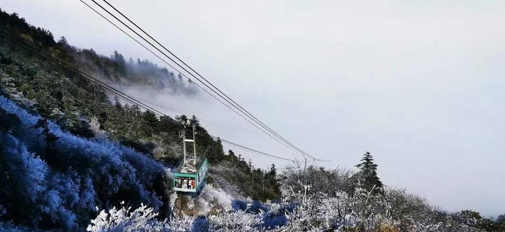 峨眉山入冬后第一场大雪上线!迎来童话般雪景