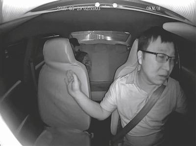 视频丨的哥霸气救人:既然你坐了我的车 我就要送你去医院