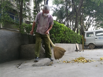 每天2次每次3小时 攀枝花好大爷义务扫街15年