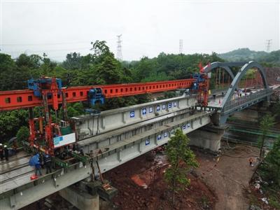 川藏铁路成雅段昨架梁完成 预计11月30日和成蒲铁路同步开通
