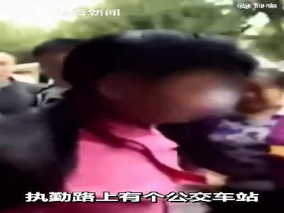 视频|男子当街抢小学生100元 跑了不到百米就被按倒了