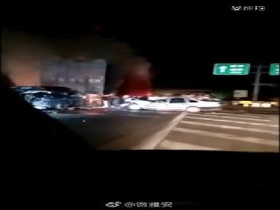 視頻:成雅高速事故傷者:一車9人僅他幸存 原本帶妻兒到成都