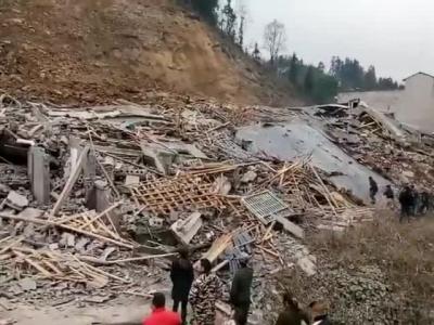 视频:四川泸州叙永分水镇房屋垮塌 民房成一片废墟