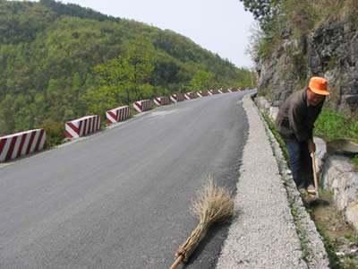 2019新(改)建农村公路2万公里 政府工作报告中一个数据引热