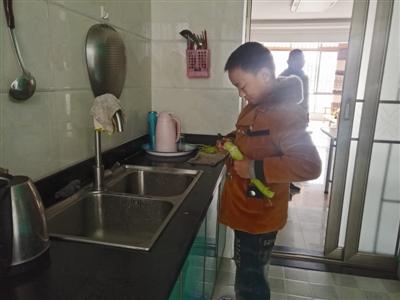 泸州男孩玩游戏刷爸爸信用卡1万多元 被惩罚做1年家务还债