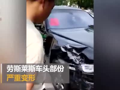视频丨劳斯莱斯婚车与一小车相撞 损失严重