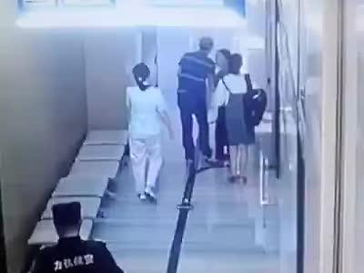 视频丨成都一医院患者殴打护士致脑震荡住院 目前警方已介入