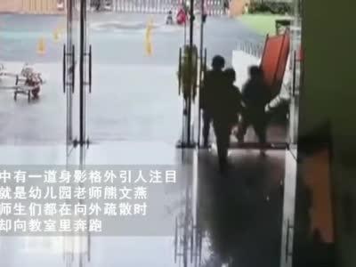 绵阳地震时 北川这位老师逆行冲向教室