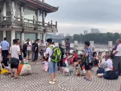 四川乐山:凤州岛居民将全部转移 岛上不留人将进行消杀工作