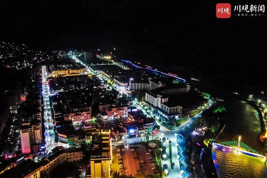 航拍夜幕下的九寨沟县城:一颗镶嵌在白水江上的明珠