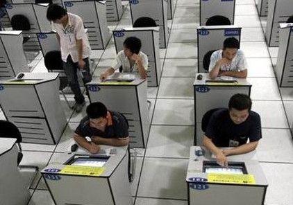 成都考生不动手电脑自动飞速回答驾考科目一 内鬼在搞鬼